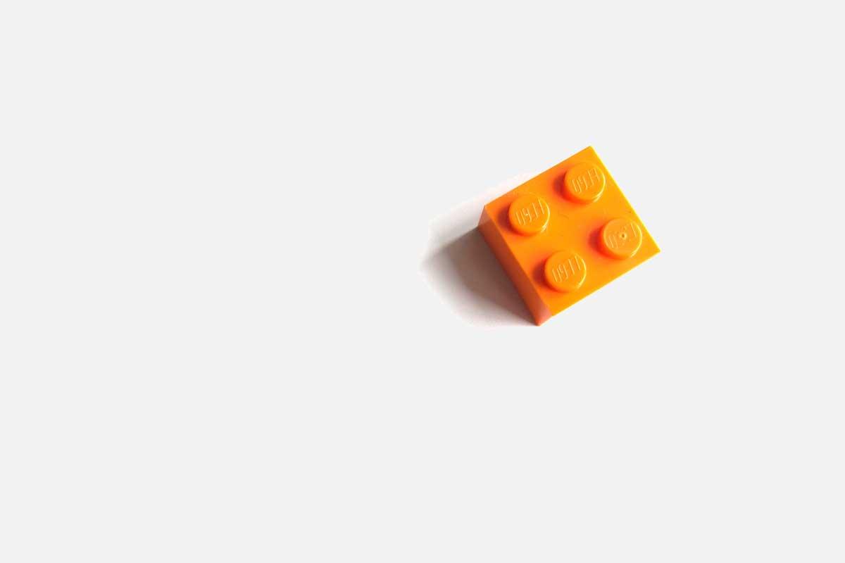 Bild eines Legosteins: machen Sie, dass Ihre Website auffällt.